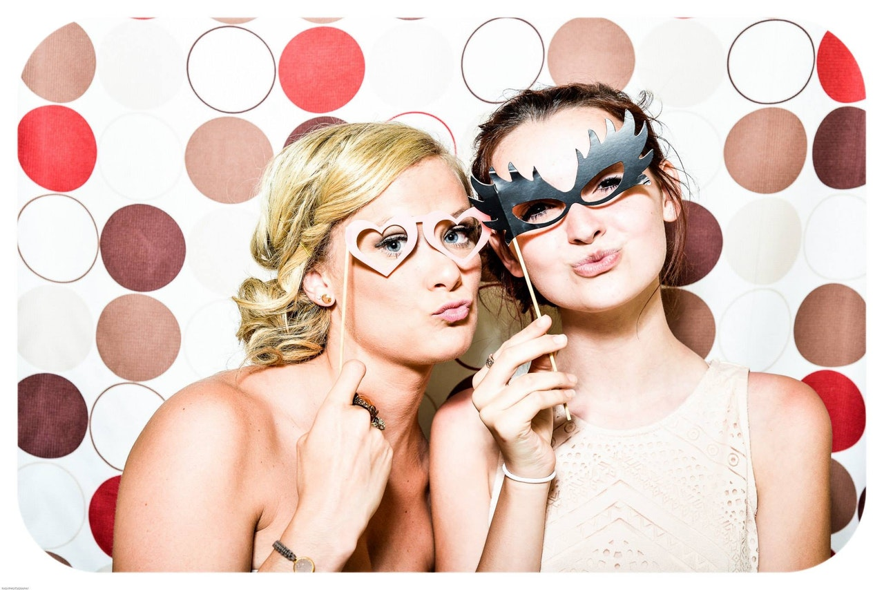 photo booth wedding party girls 160420
